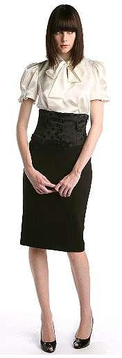 falda negra blusa blanca lazo