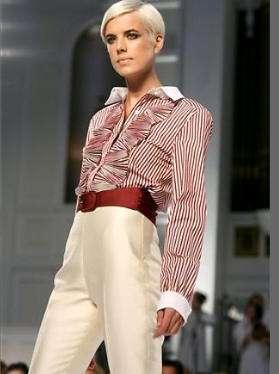 aire masculino en la ropa de mujer oscar de la renta