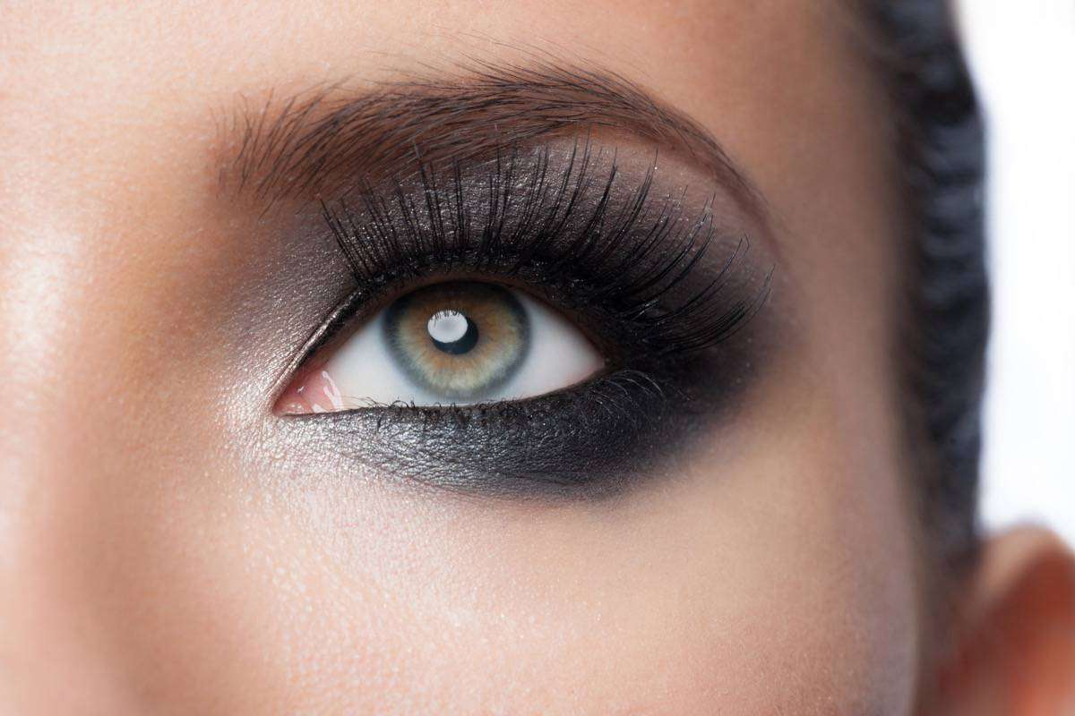 pintar bien la raya del ojo