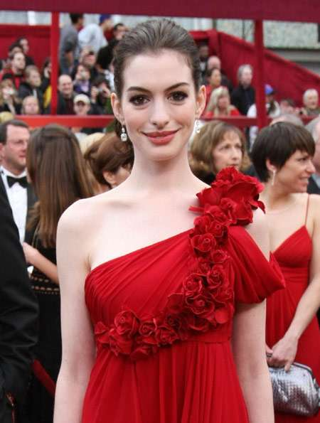 anne hathaway de marchesa harry winston