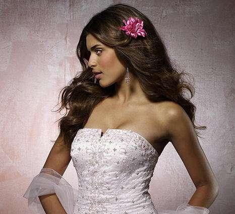 flor fucsia vestido blanco mori lee
