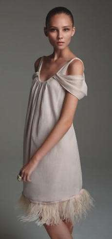 lovenia vestido plumas