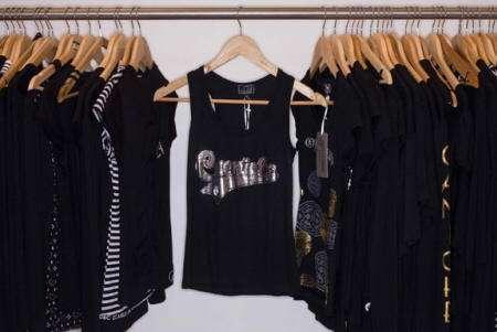 camisetas negras semana moda madrid