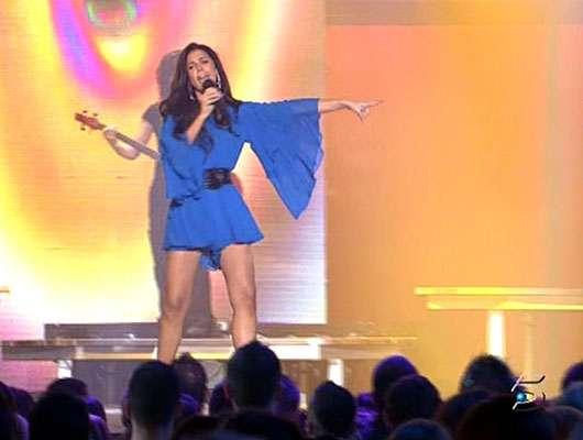 Mimi con vestido azul