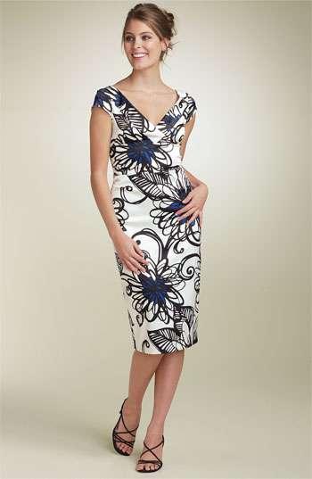 5bad21232 El vestido azul con suaves toques de jersey y volantes de la marca Calvin  Klein