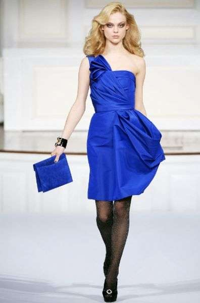 599-traje-de-coctel-2011-confeccionado-en-seda-color-azul
