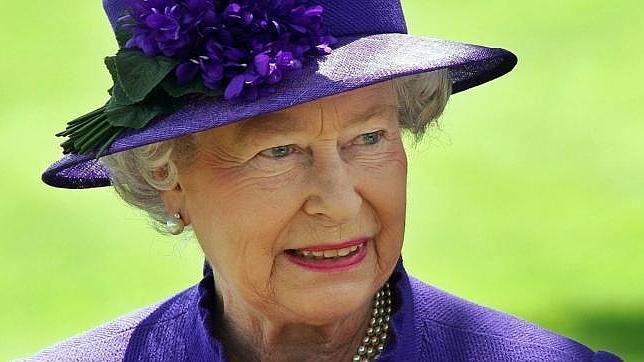 Isabel II de musa a icono de moda