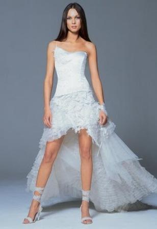 Vestido de novia corto con cola irregular