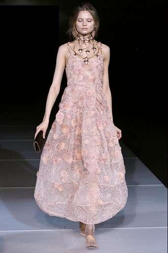 68017d2b530b8 Fuente  Mujer2. Más información  GiorgioArmani. Etiquetas  colecciones ·  giorgio armani · moda mujer ...
