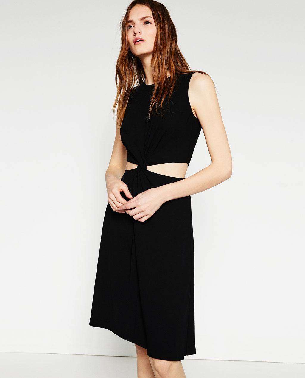 vestidos de verano - Vestido negro de ZARA / 39,95€