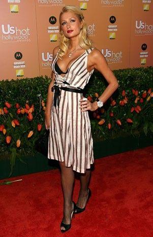 Paris Hilton pone la muestra de que la moda de los años 60 se impone esta temporada. Claro que el detalle del bra es demasiado atrevido. Pero luce divina y fashion