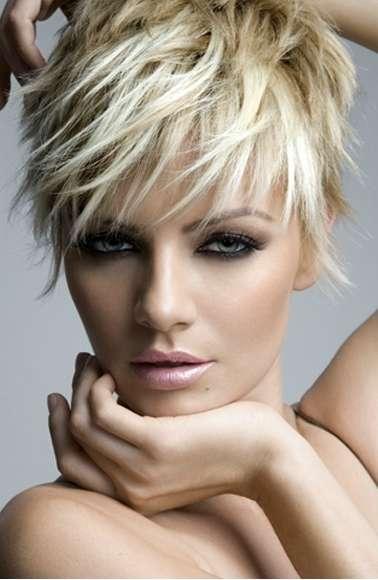 el pelo corto siempre es una apuesta segura en la mujer las tendencias