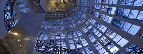 Dior Taipei instalación video en la escalera