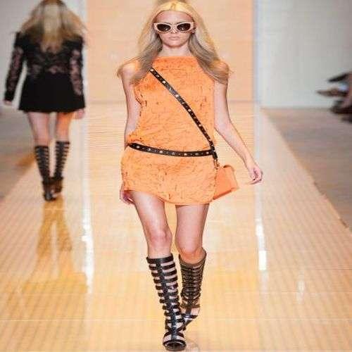 Versace deslumbra en Milán con su colección verano 2013