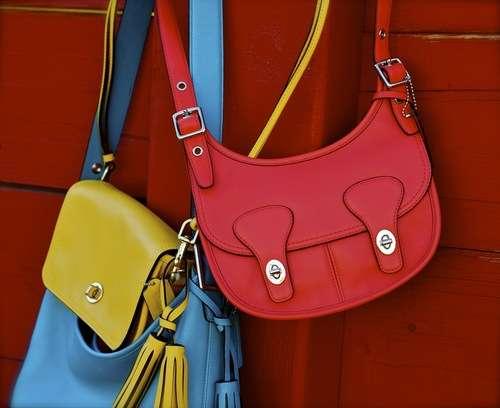 Nuevos accesorios de Coach modelados por Helen Lindes