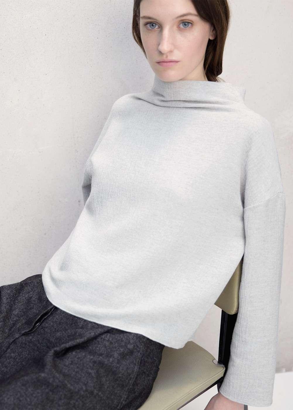 blusa gris claro mango