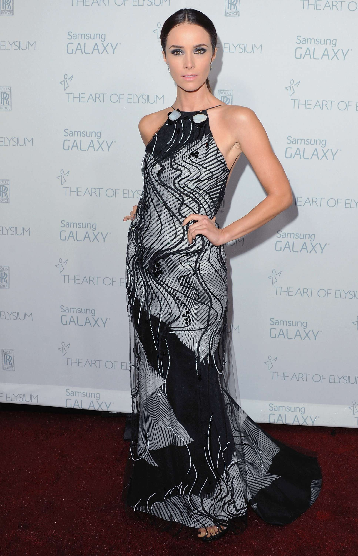 Vestido de noche de Carolina Herrera_Abigail Spencer