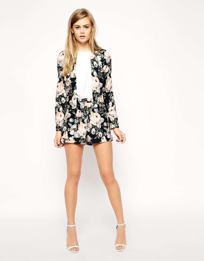 ropa de moda - conjunto estampado florar oscuro