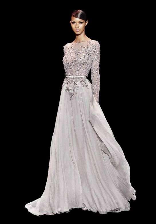 vestido gris crudo para una boda de noche