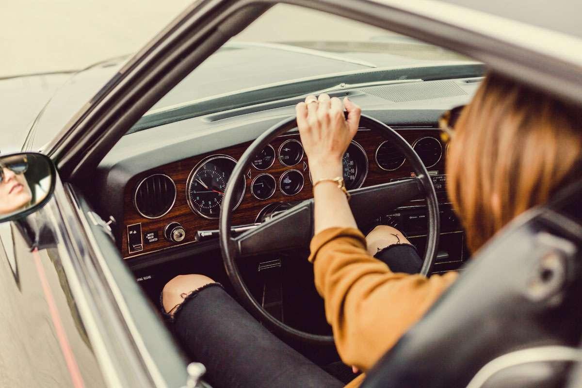 atuendo viajar en coche