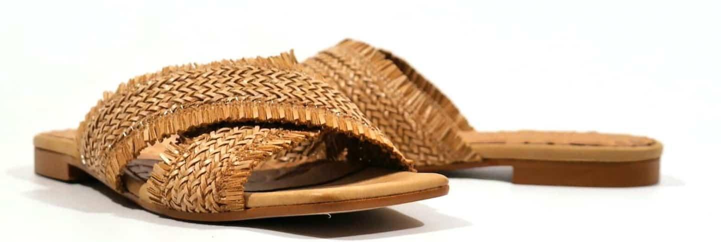 sandalias planas de rafia